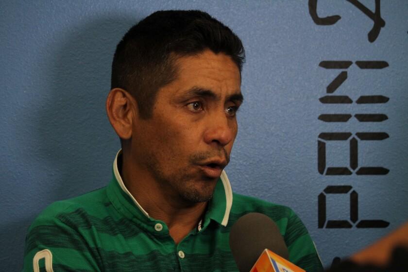 Jorge Campos durante el evento de Futsal Picante en Garden Grove.