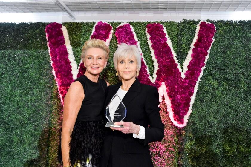 Visionary Women President Shelley Reid and honoree Jane Fonda.
