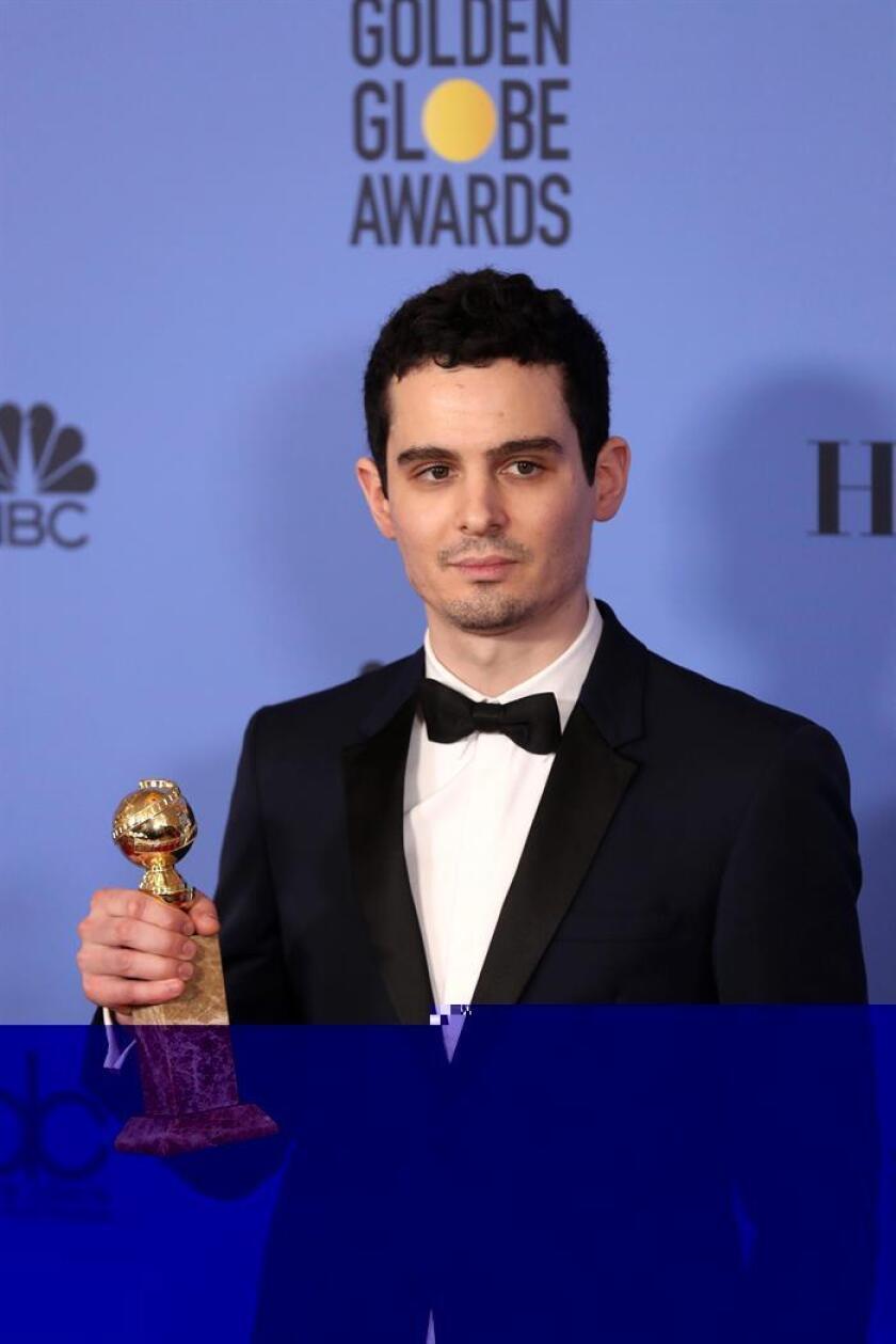 """Damien Chazelle (""""La La Land"""") puso su firma hoy al galardón de mejor director en la 74 edición de los Globos de Oro. EFE"""