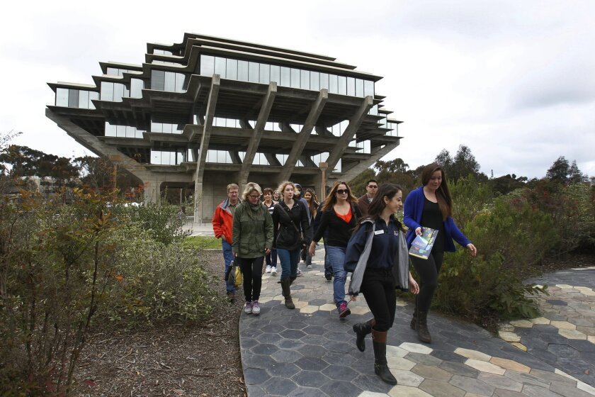 Students hoping to get in to UCSD take a campus tour