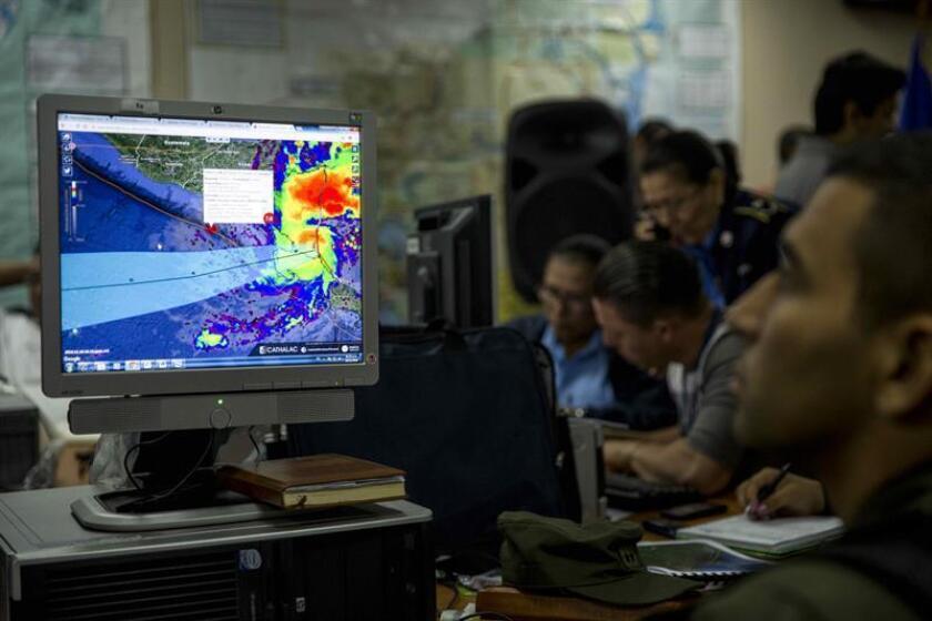 El huracán Otto de categoría 2, que tocó tierra hoy en la costa sureste de Nicaragua, arroja lluvias torrenciales y fuertes vientos en San Juan de Nicaragua o Greytown, fronterizo con Costa Rica, informaron las autoridades.