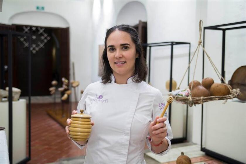 La chef Fernanda Covarrubias Araiza posa para una fotografía durante una entrevista con Efe este jueves en la ciudad de Mérida, estado de Yucatán (México). EFE