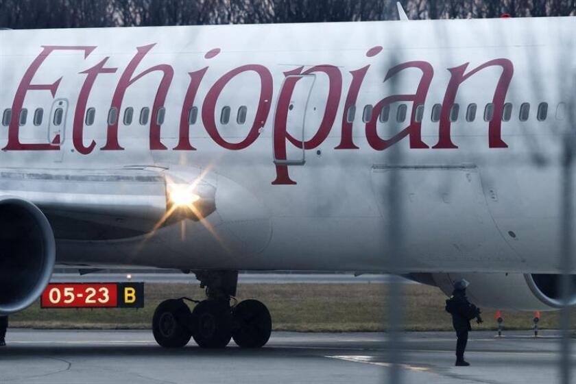 La firma aeronáutica estadounidense Boeing lamentó este domingo la muerte de 157 personas en el accidente aéreo de Ethiopian Airlines, que operaba una de sus aeronaves, y ofreció asistencia técnica. EFE/Archivo