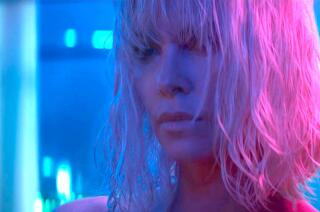 'Atomic Blonde' movie review by Justin Chang