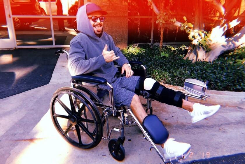 Efron tuvo un accidente mientras esquiaba y tuvo una cirugía.