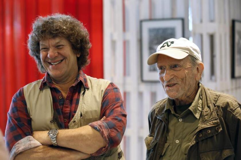 Michael Lang (i), promotor y cocreador del festival de Woodstock, y Baron Wolman,d., considerado uno de los fotógrafos más influyentes del rock'n roll , durante la entrevista con Efe con motivo de la exposición en torno al mítico festival de Woodstock que se expone en la Caja Mágica de Madrid coincidiendo con la celebración del festival Mad Cool, el 16 de junio de 2016. EFE/Sergio Barrenechea/Archivo