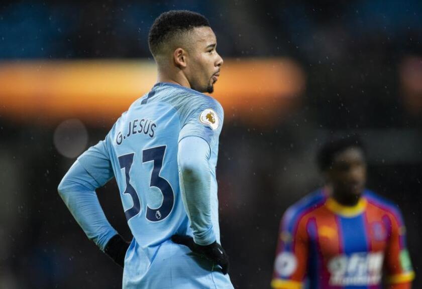 El jugador brasileño del Manchester City Gabriel Jesus se lamenta tras caer con el Crystal Palace en el Etihad Stadium de Mánchester. EFE/EPA