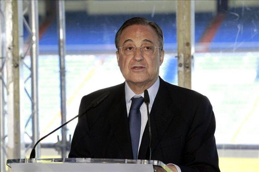 Florentino Pérez, proclamado hoy presidente del Real Madrid para un cuarto mandato, durante su intervención en el estadio Santiago Bernabéu. EFE