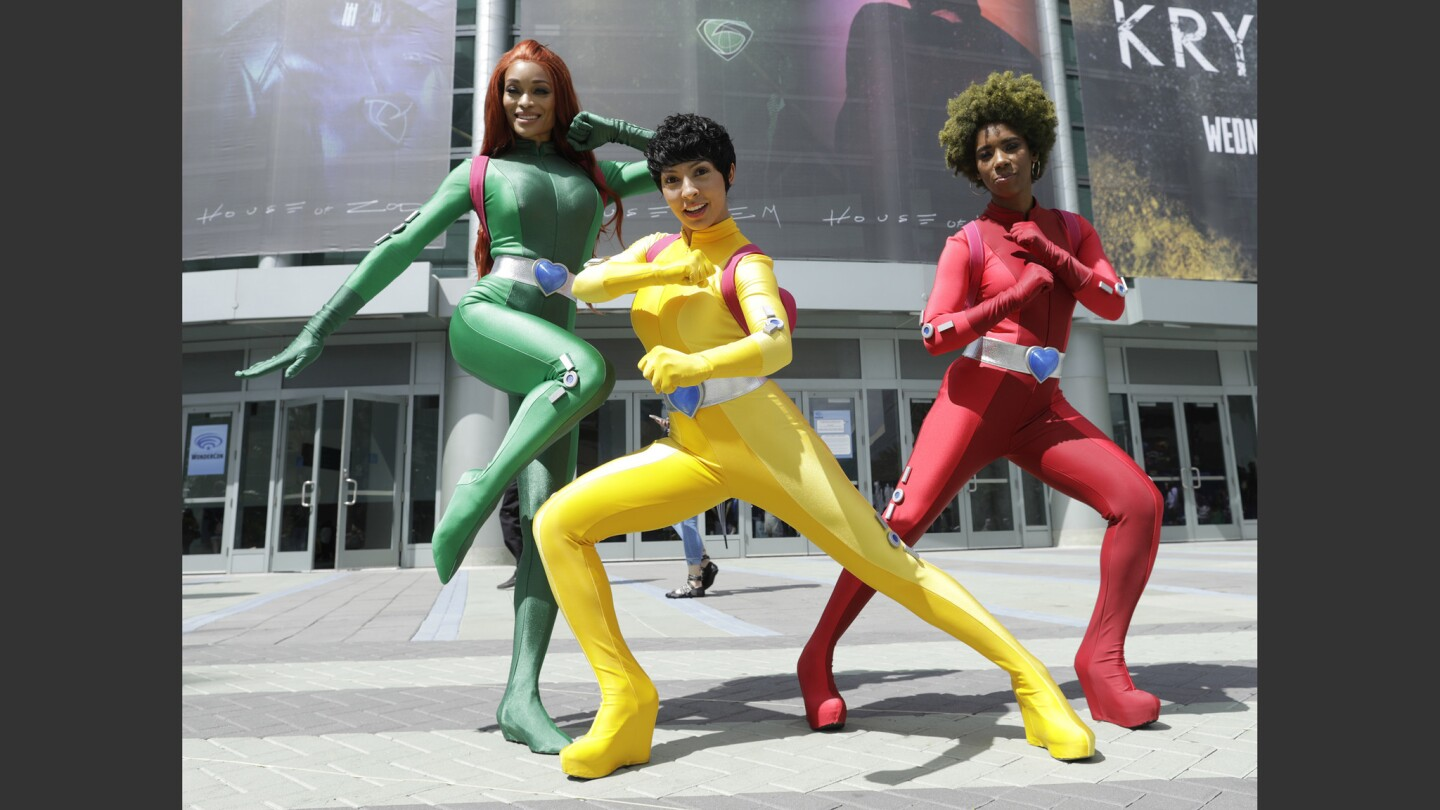 """AWe spy """"Totally Spies"""": Alicia Marie, left, Utahime and Krystina Arielle take on WonderCon at the Anaheim Convention Center."""