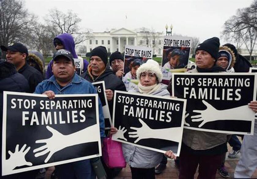La separación de las familias tras su detención en la frontera con México parece haberse convertido en una nueva arma del Gobierno del presiente Donald Trump para disuadir la entrada de indocumentados, según expertos y defensores de los inmigrantes. EFE/Archivo