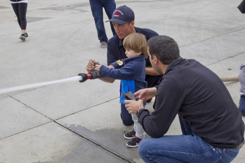 Sebastian Kamp learn to hold the hose