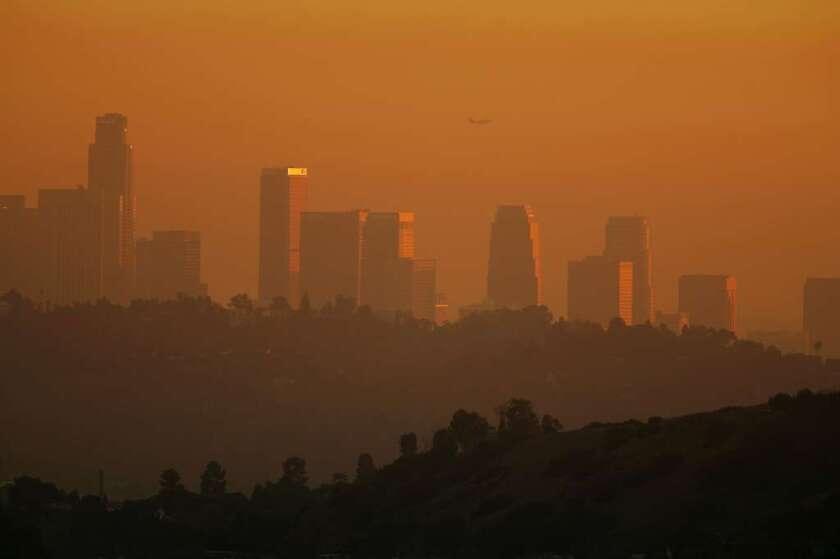 Aseguran estar viviendo el 'fin del mundo' minorías de LA atemorizas por el cambio climático
