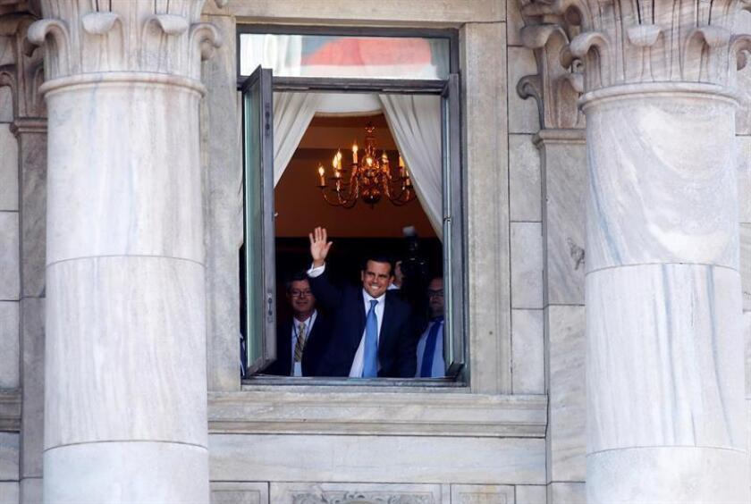 El gobernador de Puerto Rico, Ricardo Rosselló, saluda durante un evento. EFE/Archivo