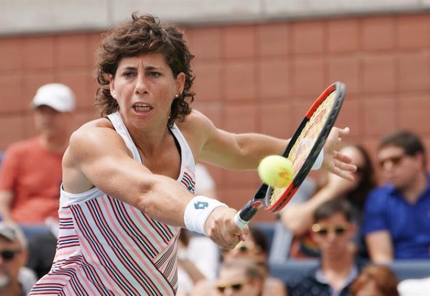 La española Carla Suárez Navarro durante el partido ante la francesa Caroline Garcia en el Abierto de Estados Unidos, este sábado 1 de septiembre de 2018 en Nueva York. EFE