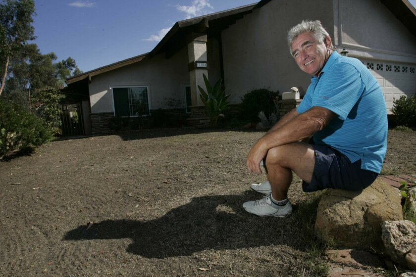 Bill Lampshire let the lawn at his Scripps Ranch house go brown, among several measures that he said helped him reduce water use by more than 40 percent over last year. (John Gibbins / U-T)