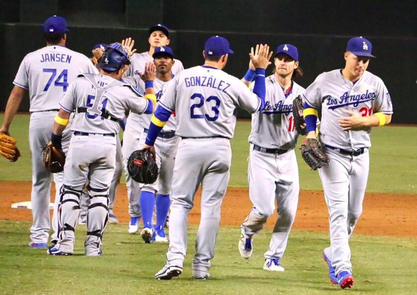 Los Dodgers festejan el triunfo en casa ajena y siguen líderes de la División Oeste de la Liga Nacional.