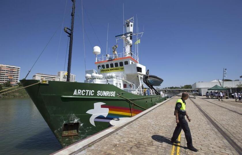 El barco Arctic Sunrise del grupo ecologista Greenpeace llegó hoy a Miami para concluir una gira de un mes a lo largo de la costa este de EE.UU. para denunciar las amenazas de la contaminación a los océanos, el clima y las comunidades. EFE/ARCHIVO