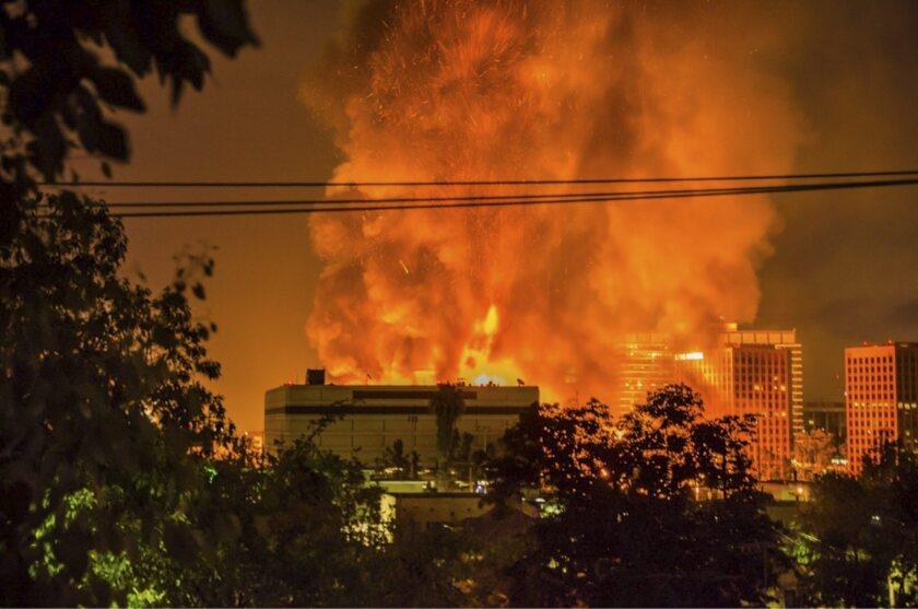 Huge building fire in downtown LA