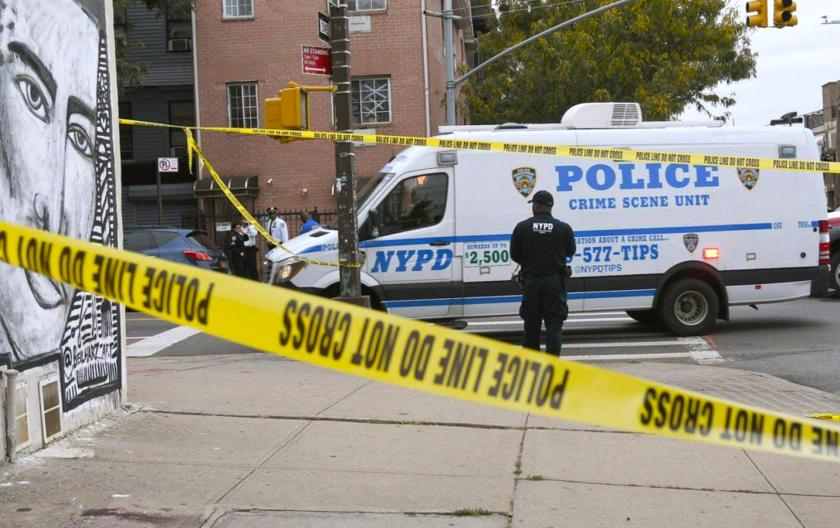 Mueren 4 en tiroteo en centro de apuestas ilegal en Brooklyn - Los Angeles  Times