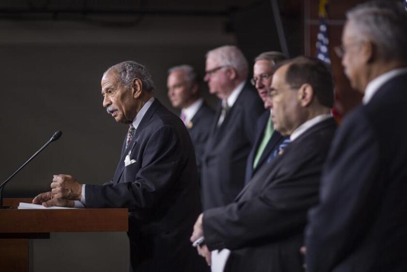El congresista John Conyers anunció hoy que dejará de ser el demócrata de mayor rango en el Comité Judicial de la Cámara de Representantes de EE.UU. mientras se investigan las acusaciones de acoso sexual en su contra. EFE/ARCHIVO