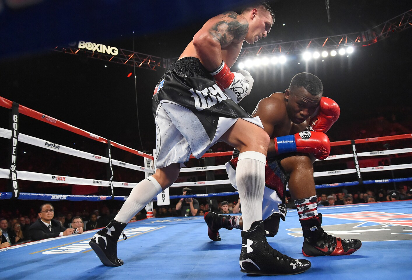 Dec 17, 2016; Los Angeles, CA, USA; Oleksander Usyk (white gloves) defeated Thabiso Mchunu (red gloves) in their WBO cruiserweight title fight at The Forum. Mandatory Credit: Jayne Kamin-Oncea-USA TODAY Sports ** Usable by SD ONLY **