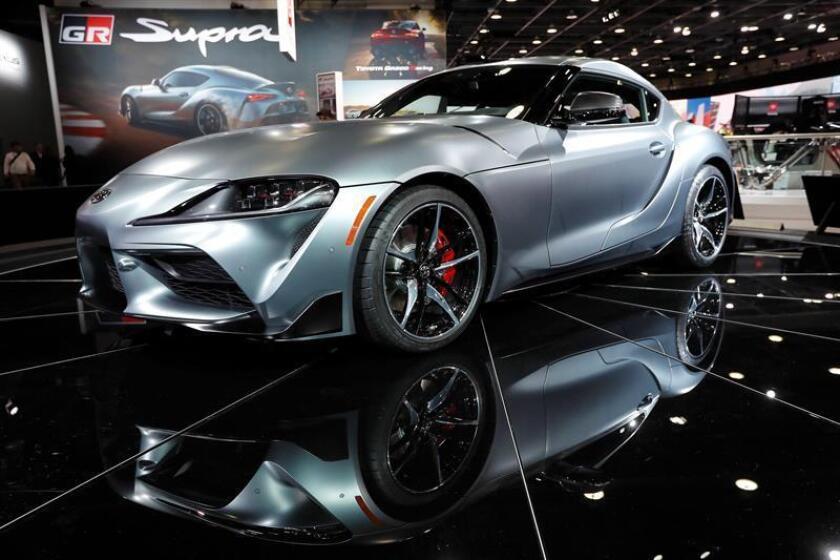 Un vehículo Toyota GR Supra es expuesto durante el Salón del Automóvil de Detroit 2019, en Detroit, Michigan (Estados Unidos), hoy, 15 de enero de 2019. EFE