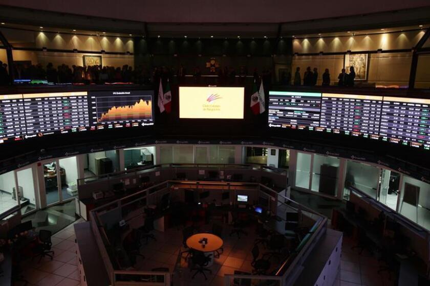 Vista general de un tablero de la Bolsa Mexicana de Valores, en Ciudad de México. EFE/Archivo