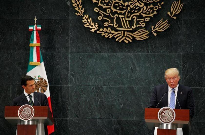 La Casa Blanca evitó hoy confirmar si el presidente, Donald Trump, y su homólogo de México, Enrique Peña Nieto, acordaron durante su conversación telefónica no volver a hablar públicamente sobre quién pagará por el muro en la frontera. EFE/ARCHIVO