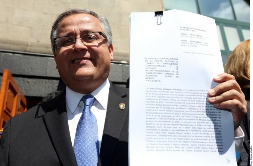 """Gustavo Sánchez Vázquez, alcalde de Mexicali, Baja California, indicó que el acto reclamado es el """"indebido"""" proceso de la Ley Bonilla -y no la reforma como tal porque aún no se promulga-, ya que a su juicio estuvo carente de sentido jurídico."""