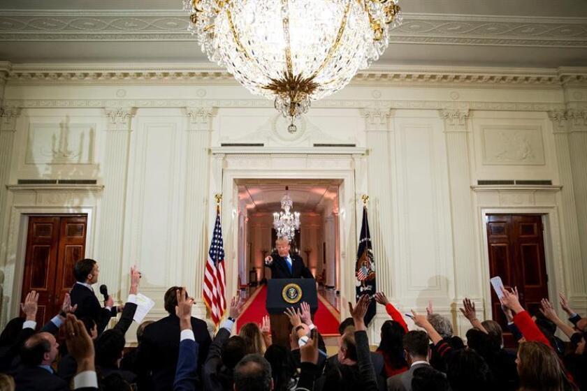 El presidente estadounidense, Donald Trump, ofrece una rueda de prensa en la Casa Blanca, en Washington (Estados Unidos). EFE/POOL