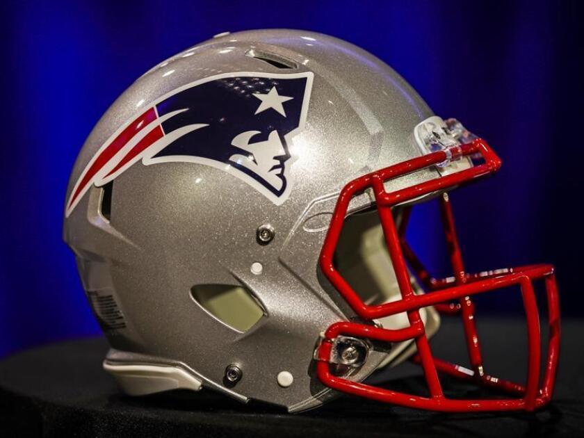 A New England Patriots American football helmet . EFE