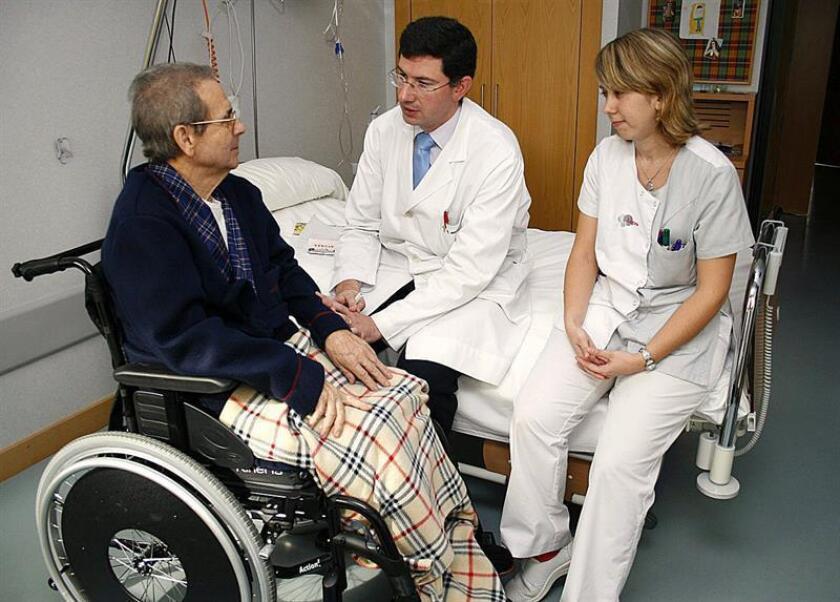 Con motivo del día de los cuidados paliativos que se celebra el 14 de octubre, la especialista señaló que éstos se enfocan en aliviar el dolor y otros síntomas con el propósito de que los pacientes y sus familias tengan calidad de vida. EFE/Archivo