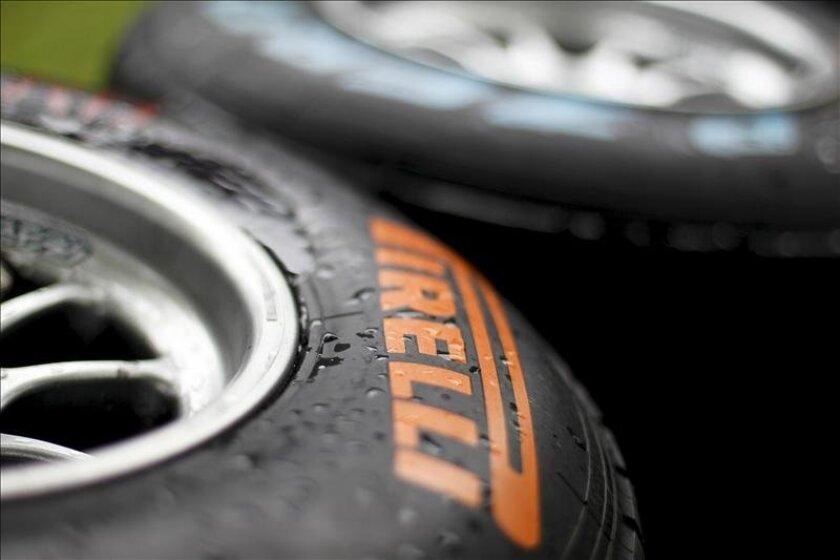 Gotas de agua sobre la cubierta de un neumático de Pirelli. EFE/Archivo