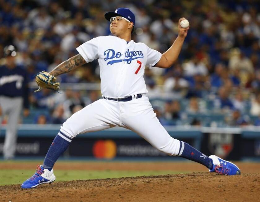 El lanzador de los Dodgers de Los Ángeles Julio Urias en acción durante el partido contra los Brewers de Milwaukee en Los Ángeles (Estados Unidos). EFE