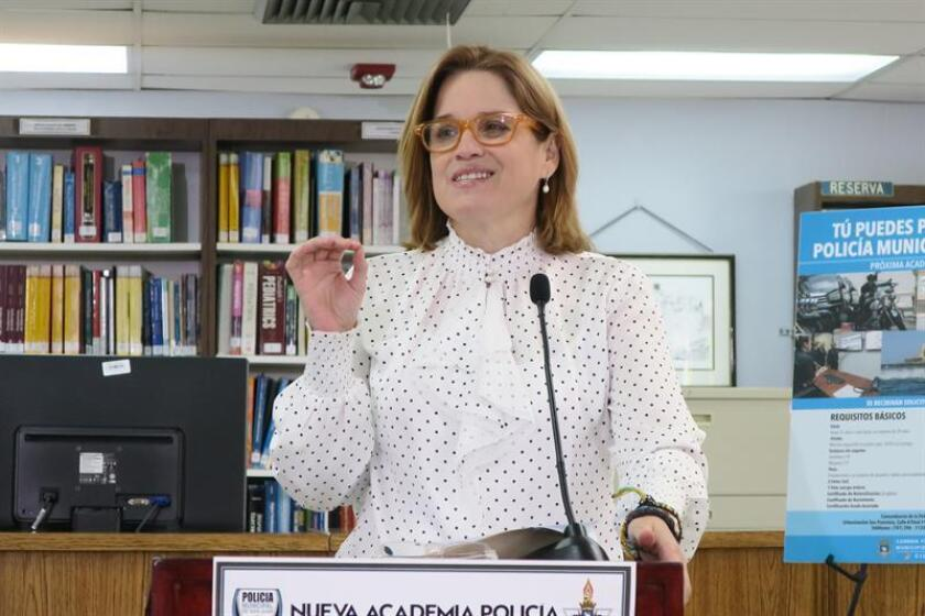 La alcaldesa de San Juan, Carmen Yulín, anunció que hoy se pagará el bono de Navidad de 700 dólares a 5.581 empleados municipales con una inversión total de casi cuatro millones de dólares de fondos combinados de programas federales y del Fondo Ordinario municipal. EFE/Archivo