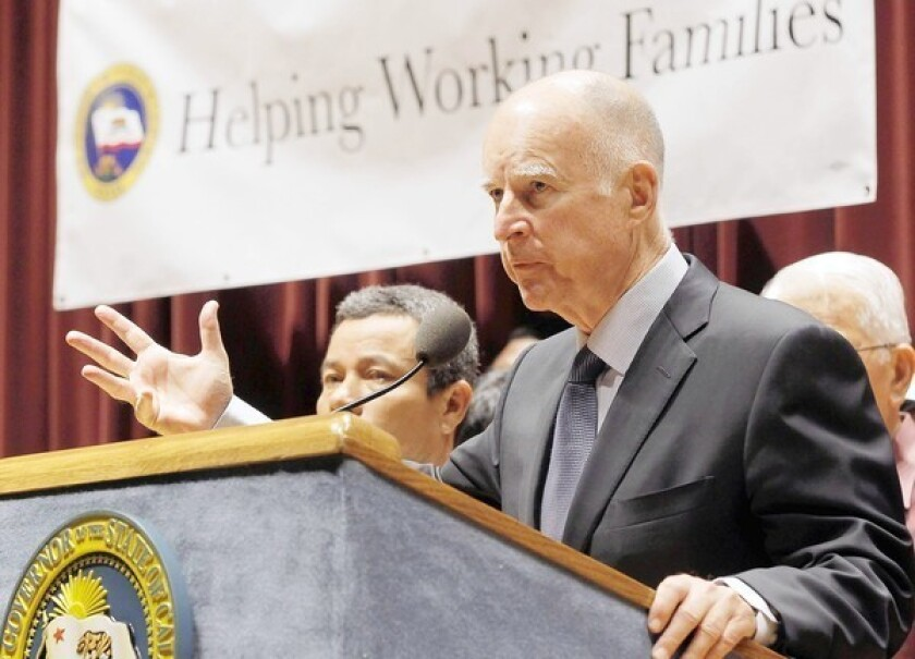 Gov. Brown signs bill to raise minimum wage to $10 an hour by 2016