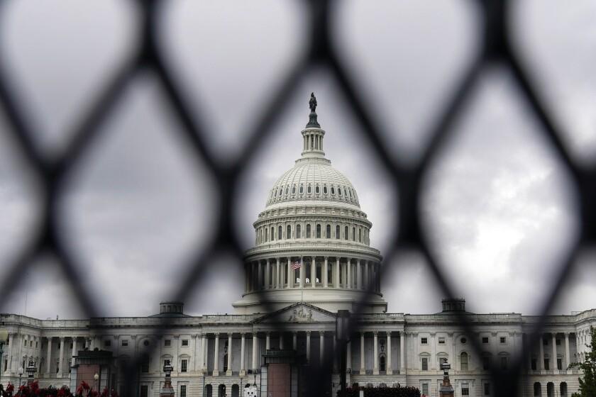 Una valla de seguridad alrededor del Capitolio, en Washington, el viernes 17 de septiembre de 2021,