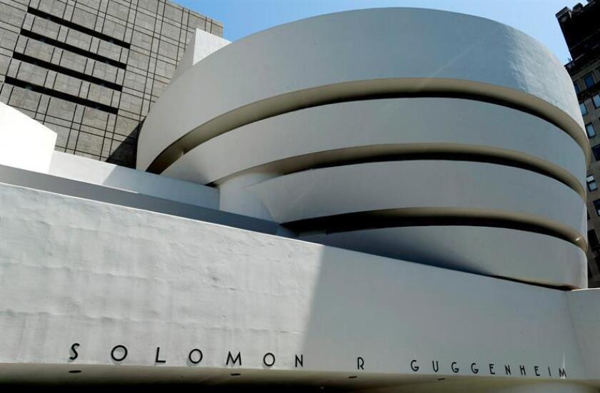Vista exterior del Museo Guggenheim en Nueva York, Estados Unidos, el 21 de mayo de 2009. El edificio circular del Museo Guggenheim, diseñado por el arquitecto estadounidense Frank Lloyd Wright, con un recorrido en espiral, celebró dicho año su quincuagésimo aniversario. EFE/Archivo