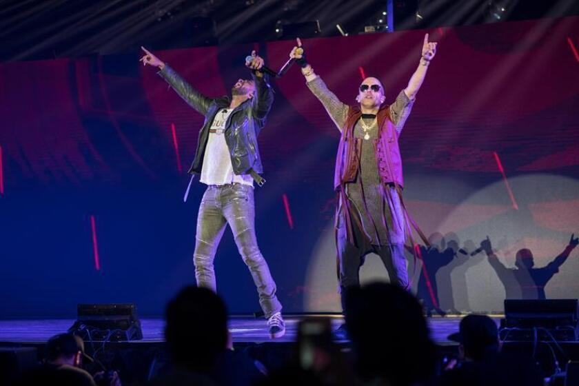 Fotografía del 2 de diciembre de 2018, cedida por Christian Miranda, muestra al dúo puertorriqueño de reguetón Wisin y Yandel durante uno de sus conciertos en el Coliseo de Puerto Rico en San Juan. EFE/Cortesía Christian Miranda/SOLO USO EDITORIAL/NO VENTAS