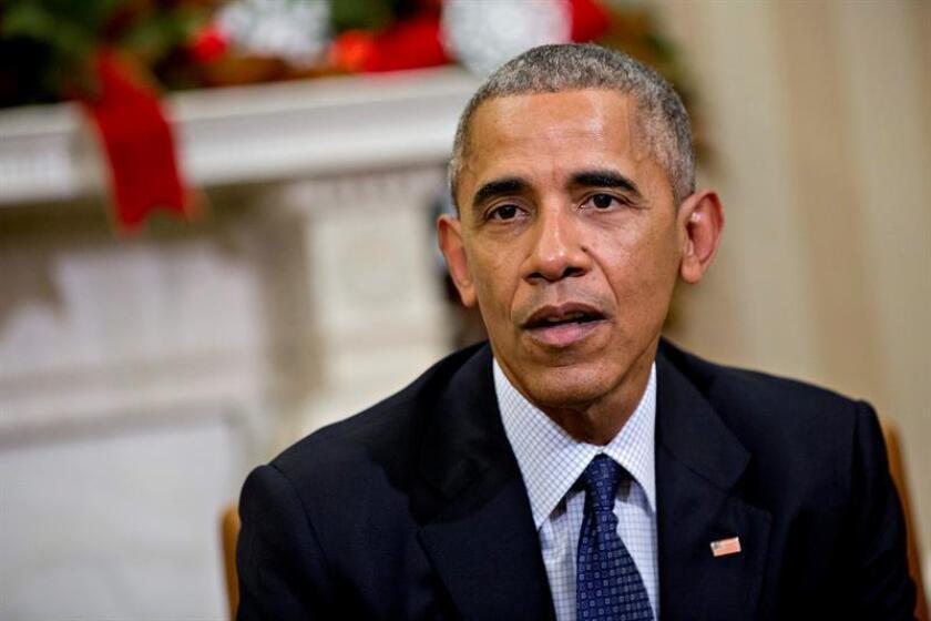 """A escasas tres semanas de entregar las llaves de la Casa Blanca, el presidente de EE.UU., Barack Obama, ha aprobado """"in extremis"""" medidas unilaterales para intentar salvar su legado ante la llegada del republicano Donald Trump, irritado por unas acciones que podrían ser difíciles de revertir. EFE/ARCHIVO"""