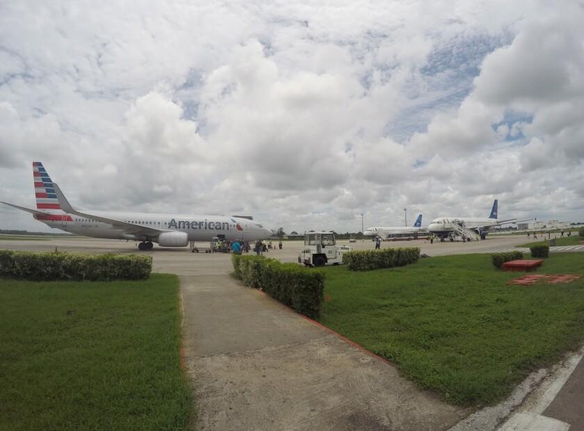 El primer vuelo comercial de EEUU a Cuba en más de medio siglo parte de Fort Lauderdale, Florida, a Santa Clara, en el centro de la isla, el miércoles 31 de agosto de 2016. (AP Foto/Scott Mayerowitz, File)