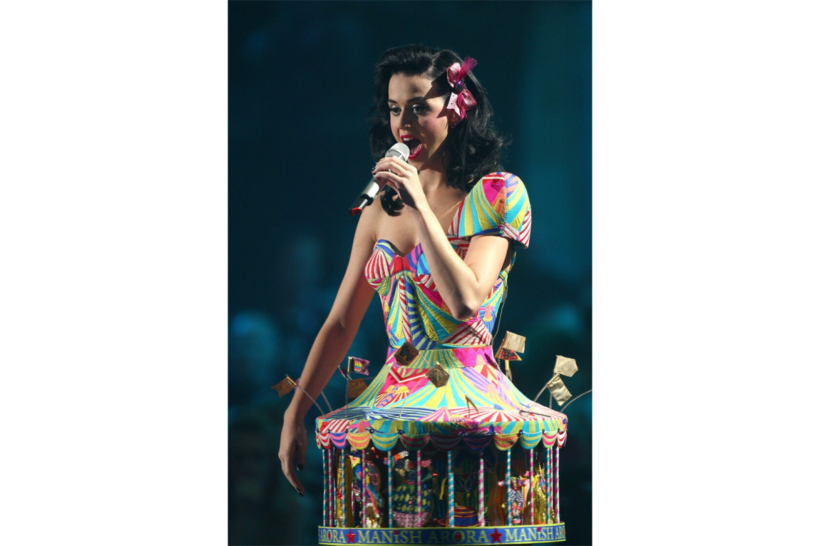 Katy Perry brings 'Prism' to all-star benefit at Hollywood