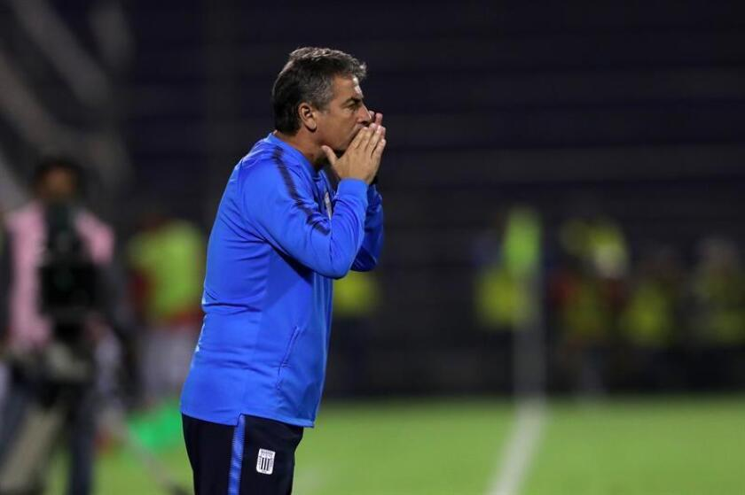 En la imagen, el director técnico de Alianza Lima, Pablo Bengoechea. EFE/Archivo