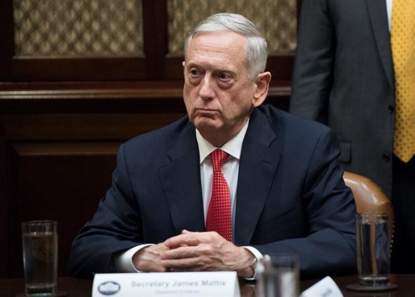 El secretario de Defensa, James Mattis, se reunió hoy con soldados estadounidenses en la base naval de su país en Guantánamo (Cuba). EFE/ARCHIVO/POOL