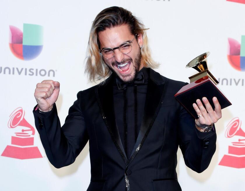 Maluma con el premio al Mejor Álbum Pop Vocal Contemporáneo en la 19a ceremonia anual de los Premios Grammy Latinos en el MGM Grand Garden Arena.