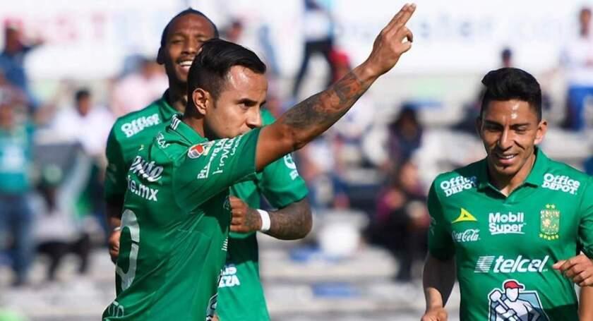 Luis Montes celebra su gol con el León, en el triufo (1-0) sobre Lobos BUAP.