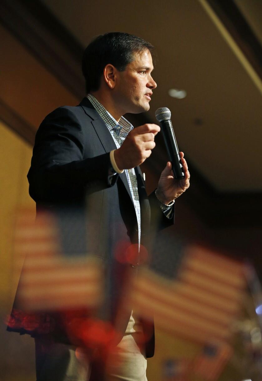 El aspirante a la candidatura republicana a la presidencia de Estados Unidos, Marco Rubio, habla en un acto de campaña el sábado 11 de julio de 2015 en Nevada. (Foto AP/John Loche)