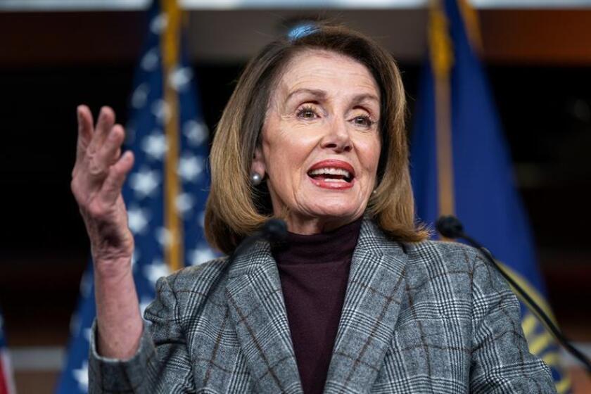 La presidenta de la Cámara de Representantes de Estados Unidos, Nancy Pelosi, ofrece una rueda de prensa este jueves en el Capitolio de Washington (Estados Unidos). EFE
