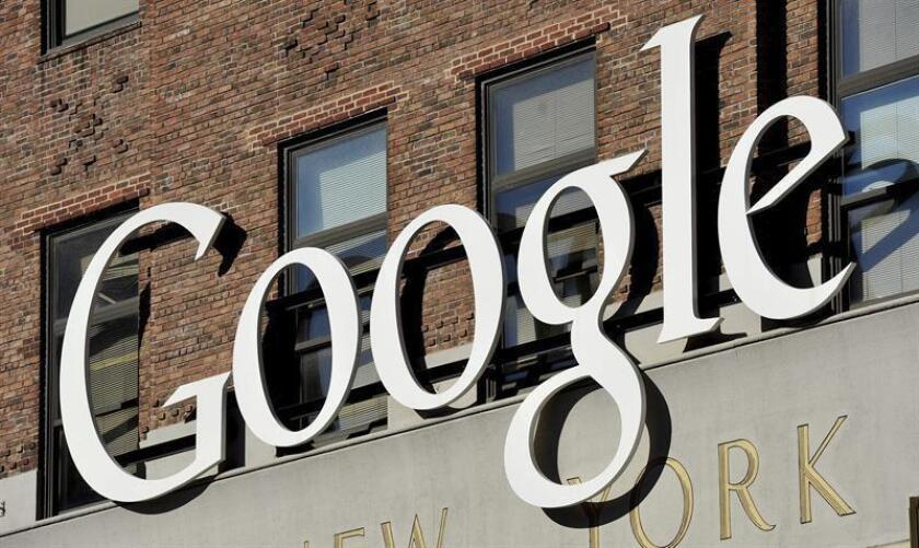 Vista del logotipo de Google, en la sede de su empresa en Nueva York (Estados Unidos), el viernes 18 de octubre de 2013. EFE/Archivo