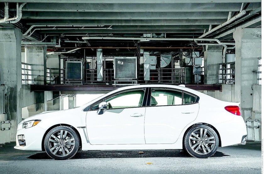El nuevo diseño del Subaru WRX delata su espíritu deportivo.Agencia Reforma